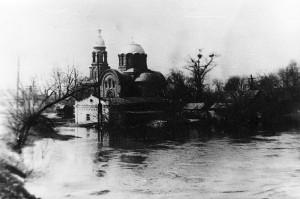 Вид с Гуменского моста на церковь март 1930