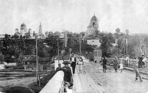 Фото 30-х гг. ХХ века. Слева – Богоявленский собор, справа – Казанско-Николаевская церковь. Вид со Стрелецкой слободы.