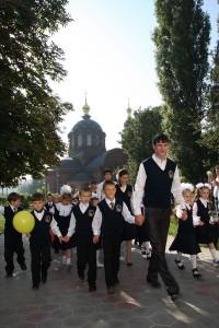 Сергей Шумских ведет первоклассников